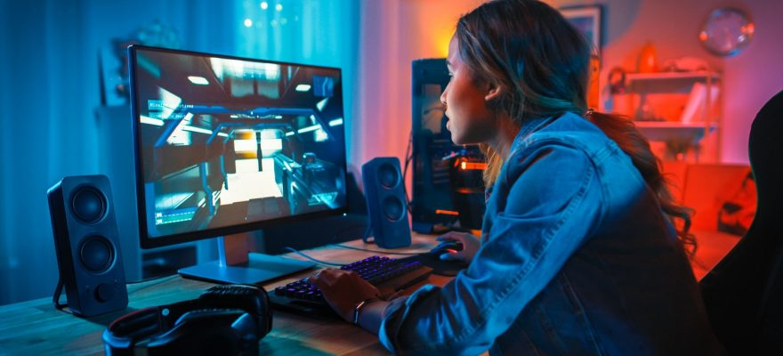 Gamer girl playing with low-latency Game Hosting